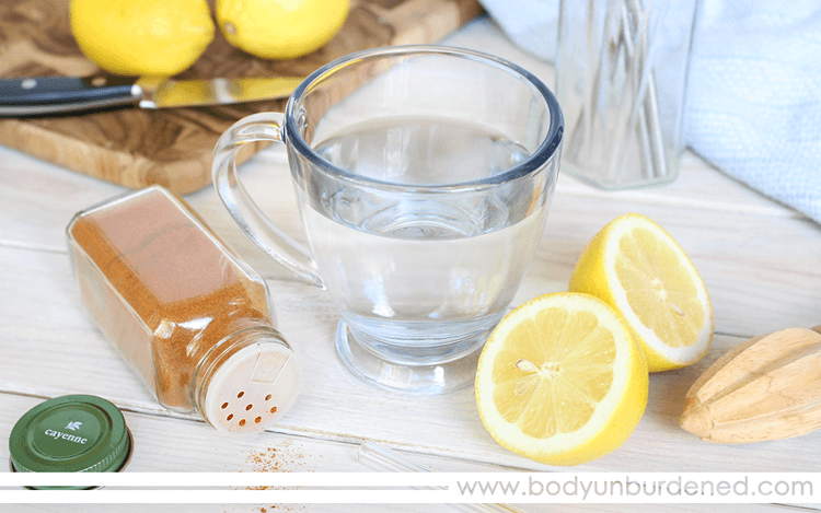 The Health Benefits of Warm Lemon and Cayenne Pepper Water || Lemon and cayenne pepper water is touted as a detoxifying and metabolism-boosting natural remedy. Why? Does it actually work? What's the process? Let's see!