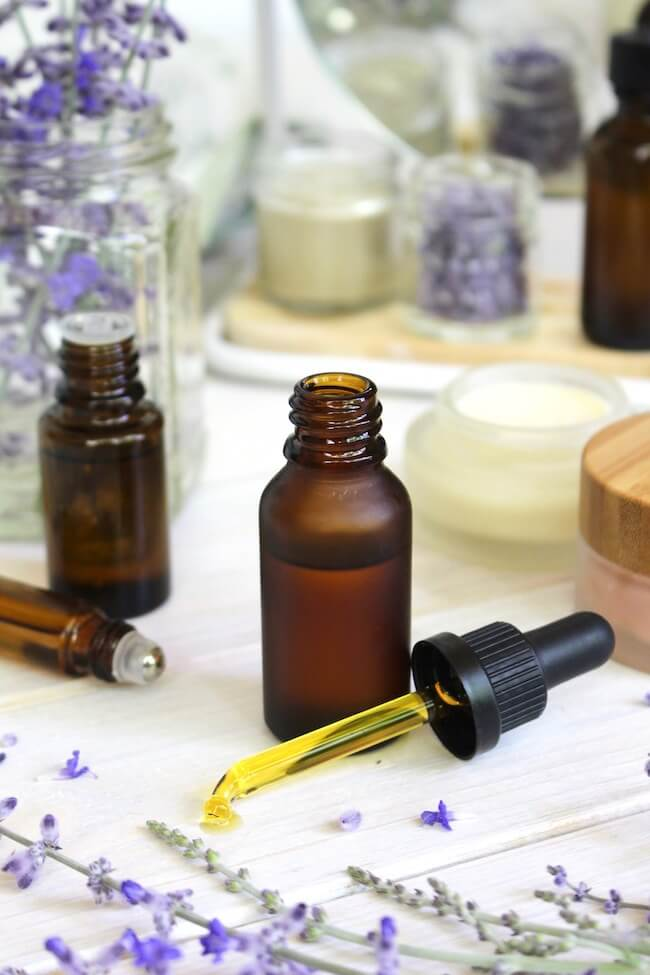 DIY Face Oil for Acne-Prone Skin | This DIY All-Natural Face Oil for Acne-Prone and Oily Skin combines the best carrier oils and essential oils to keep skin clear and blemish-free.