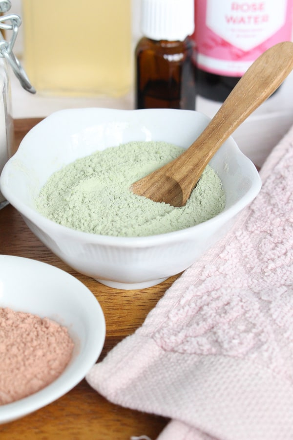 homemade face mask for acne and blemish-prone skin with clay